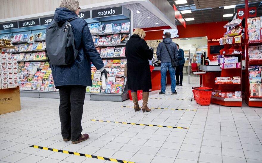 Keičiasi tvarka parduotuvėse: ribojami srautai, šeimos nariai turi apsipirkti po vieną