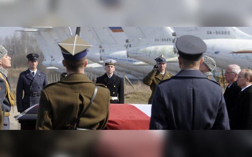 Prezidento Lecho Kaczynskio karstas išgabenamas iš Smolensko