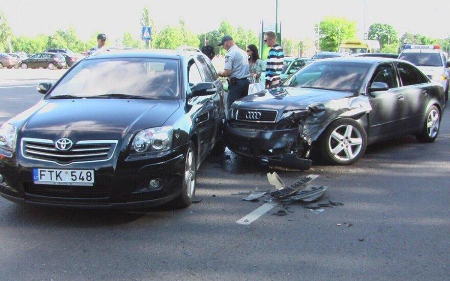 Keturių automobilių avariją sukėlęs jaunuolis: taip pavairuoti reikia sugebėti