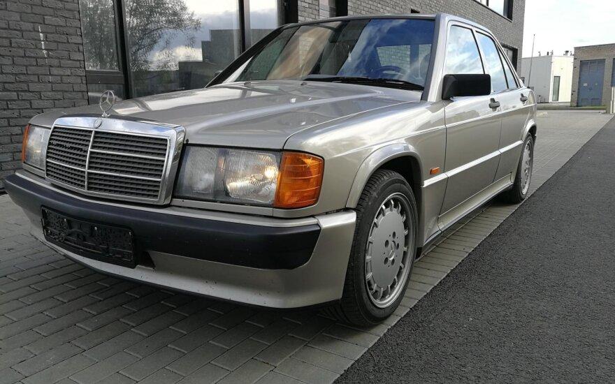 """""""Mercedes-Benz 190 2.3-16"""": gamintojo istorijai svarbus automobilis. Autoplius.lt nuotr."""