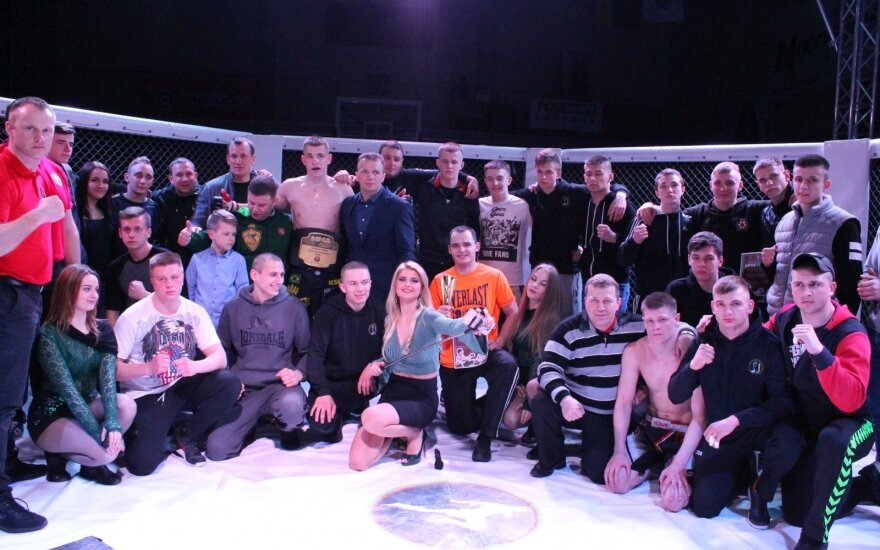 Jolanta Leonavičiūtė su MMA turnyro Raseiniuose dalyviais