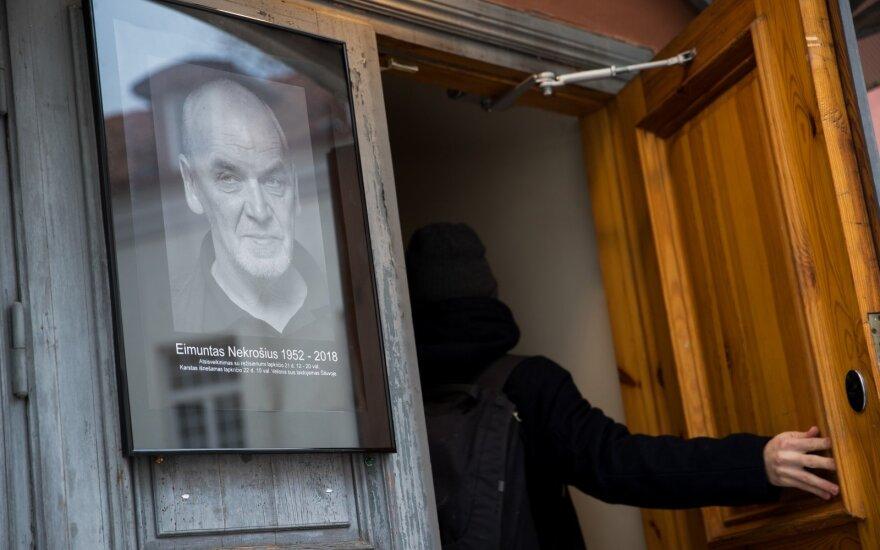 Bičiuliai, draugai ir gerbėjai atsisveikina su netikėtai mirusiu teatro genijumi Eimuntu Nekrošiumi: tai yra labai skaudu