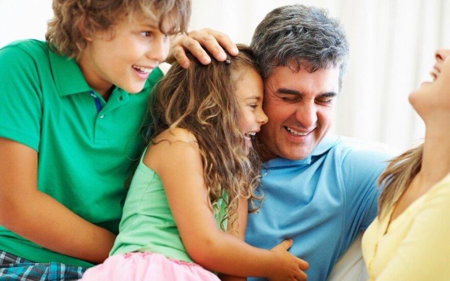"""Vaikams reikia tėvų, o ne """"geriausių draugų"""""""