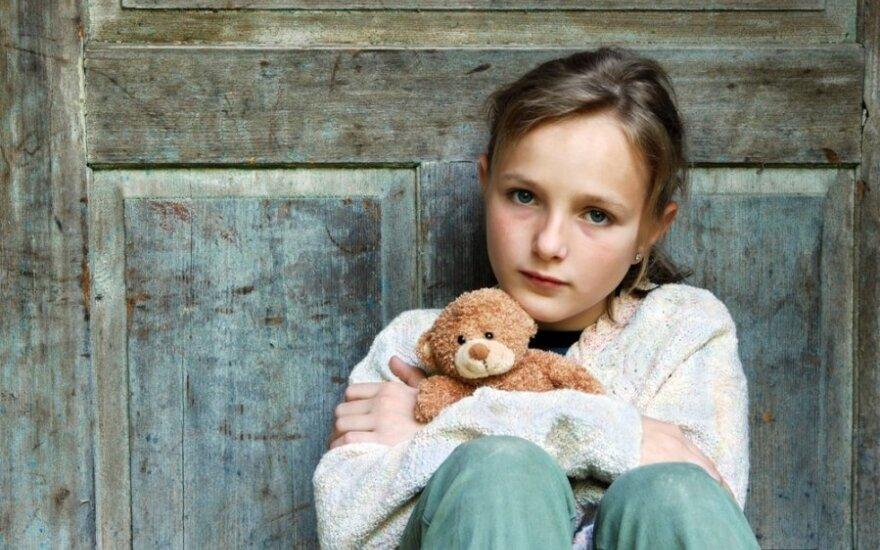 Kaip padėti be tėvų augantiems vaikams: svarbiausia naikinti institucinę globą