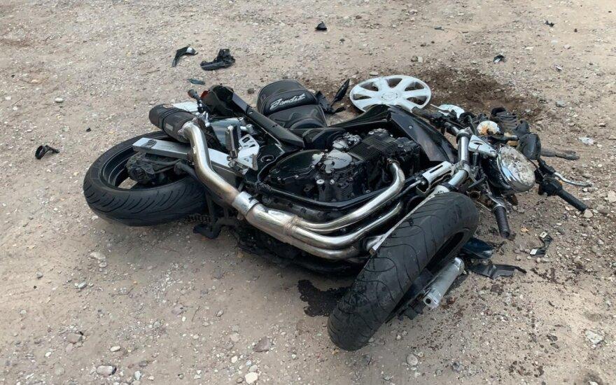 Skaudi avarija šalia Klaipėdos: iš pakelės pajudėjęs automobilis nubloškė nuo kelio motociklą