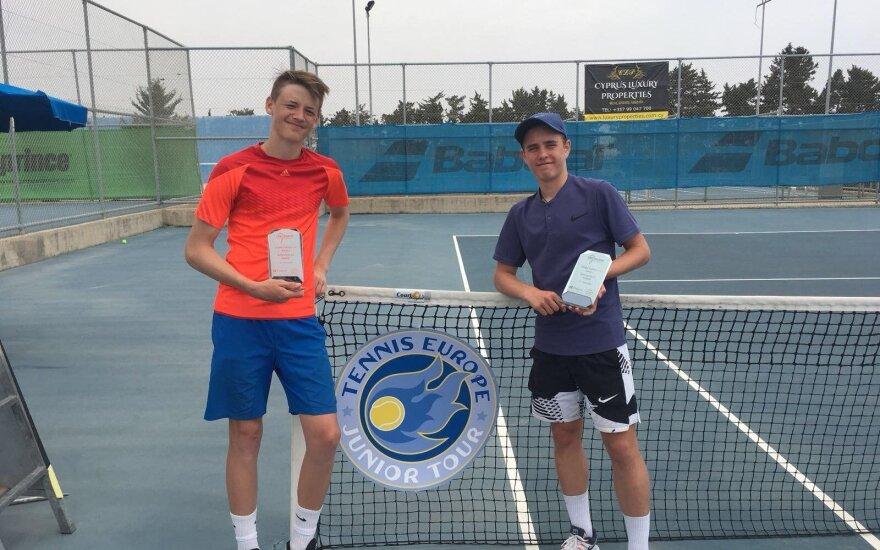 Vilniaus teniso akademijos  auklėtiniai Justas Trainauskas ir Nikita Petrusenko