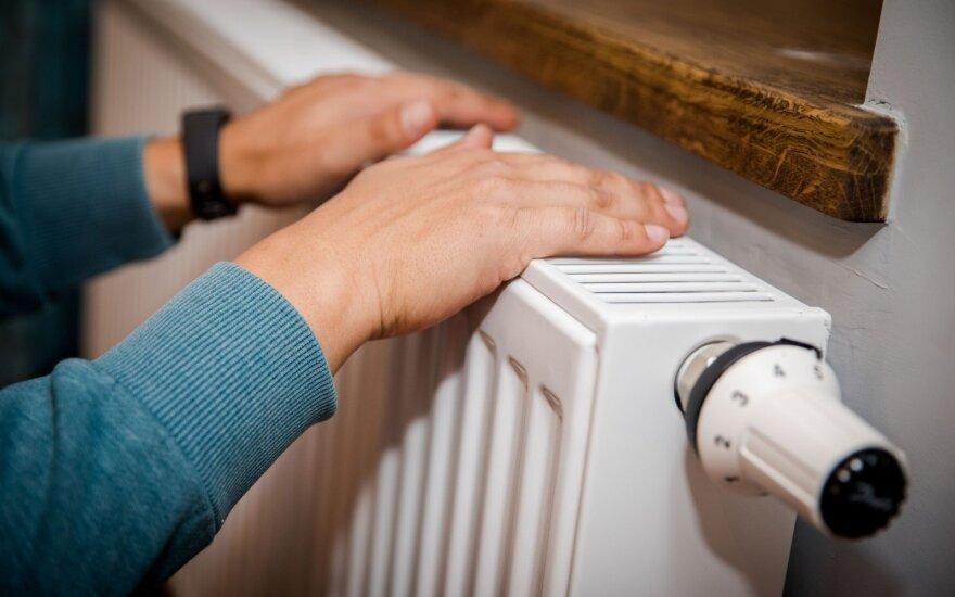 Vilnius įjungia šildymą, bet daugiabučių gyventojai šilumos dar turės palaukti