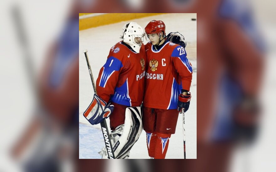 Pasaulio jaunimo ledo ritulio čempionate - favoritų pergalės