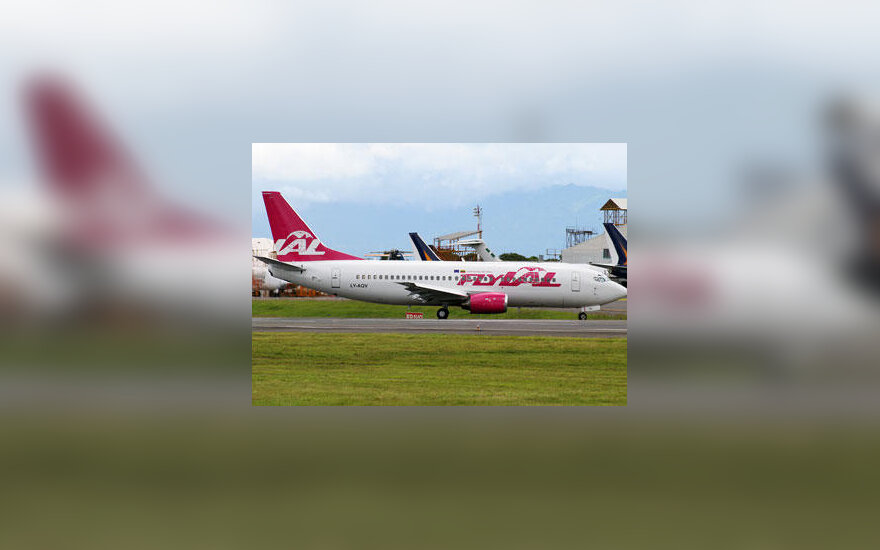 """flyLAL"" lėktuvas ""Boeing 737-300"""