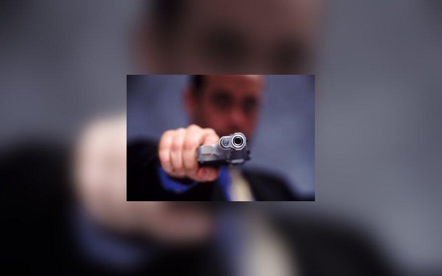 Žmogus su pistoletu, ginklas