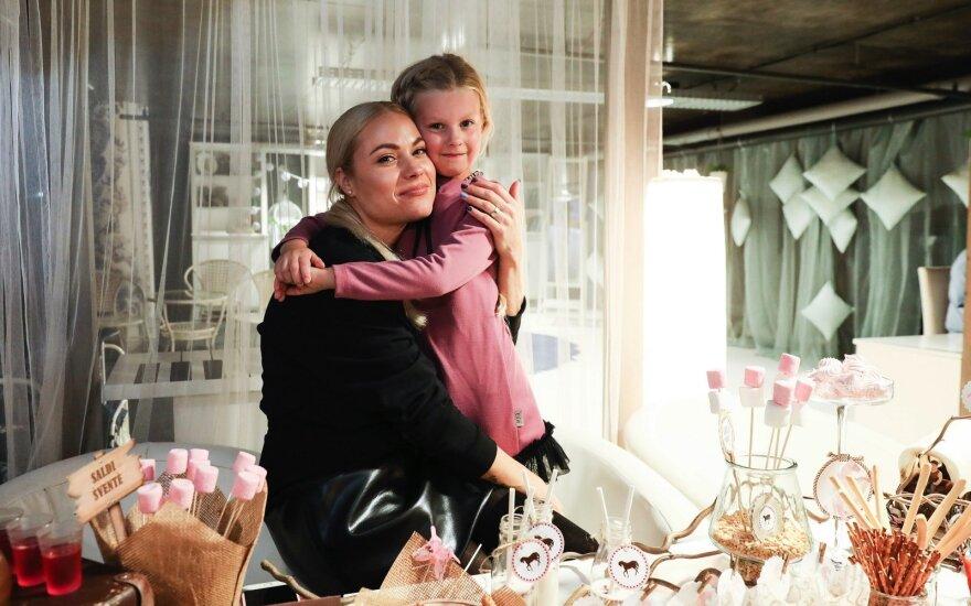 Nijolė Pareigytė-Rukaitienė su dukra Patricija