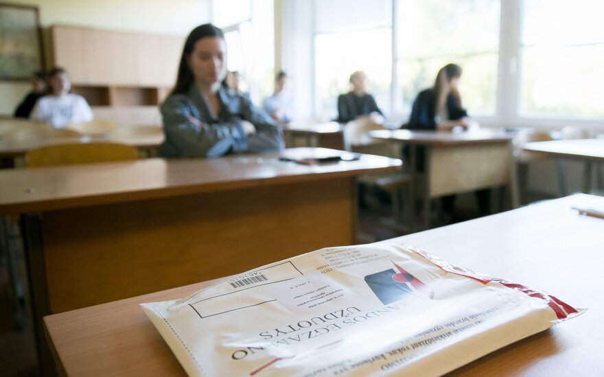 Matematikos egzaminas dvyliktoko akimis: nustebino vykdytojų elgesys