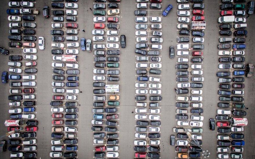 Prie naujo prekybos centro Pilaitėje – automobilių aikštelė