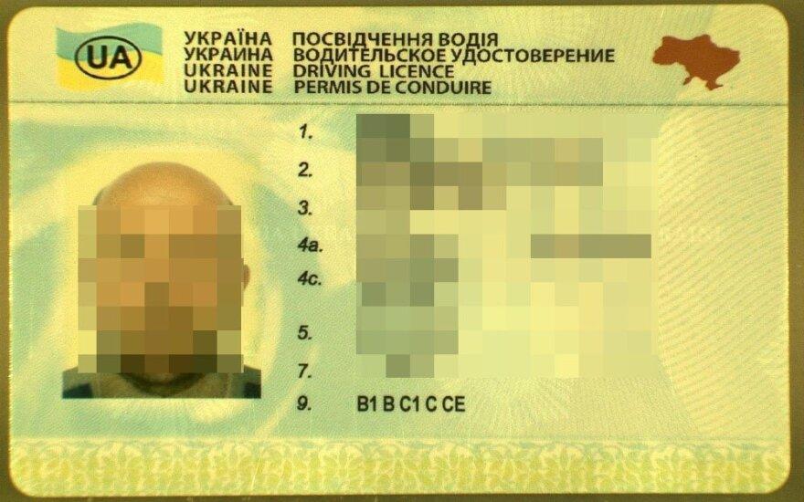 Savo šalyje vairuotojo pažymėjimą praradęs ukrainietis Lietuvos pareigūnams pateikė klastotę