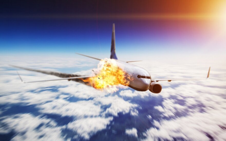 Kodėl keleiviniai lėktuvai neturi parašiutų?