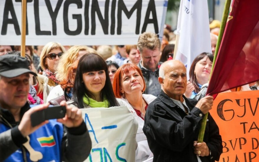 Teachers in Lithuania to start indefinite strike