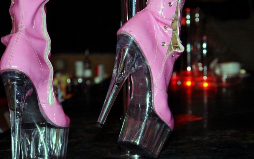Darbo inspekcijos reidas naktiniuose ir striptizo klubuose: apstu pažeidimų