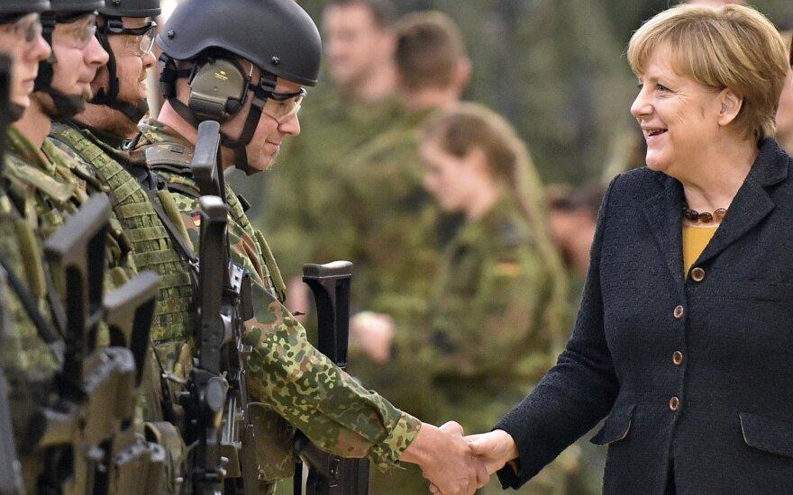 A. Merkel su Vokietijos kariais