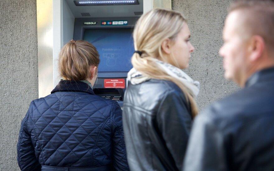 Palygina, kaip pinigus naudoja Baltijos šalys: esame ne kūrėjai, o išmokų šalis
