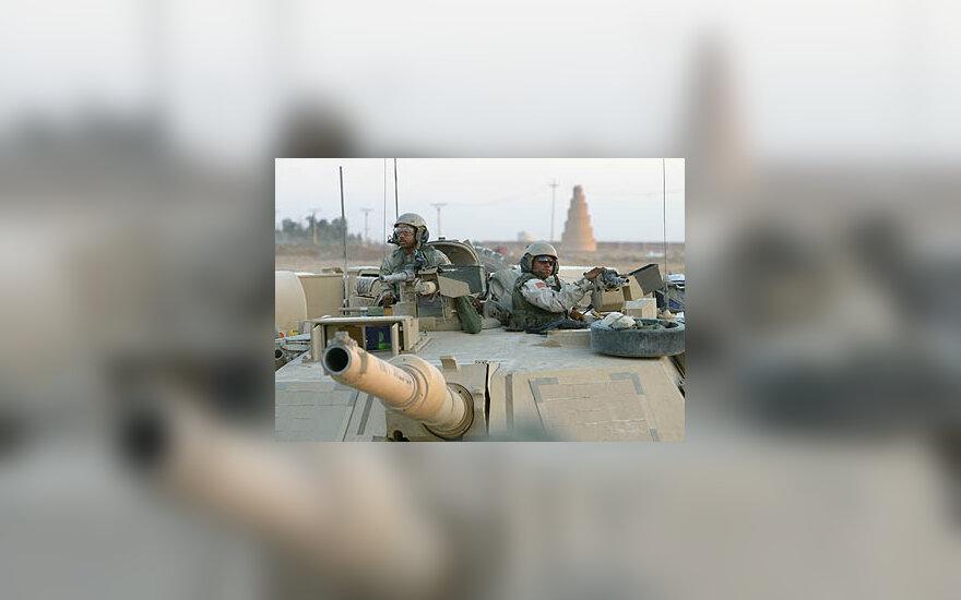JAV kariai patruliuoja Irake