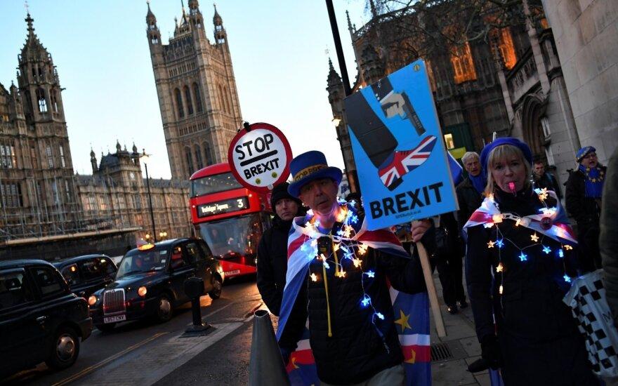 """JK vyriausybė: trečias balsavimas dėl """"Brexit"""" sutarties gali būti atšauktas"""