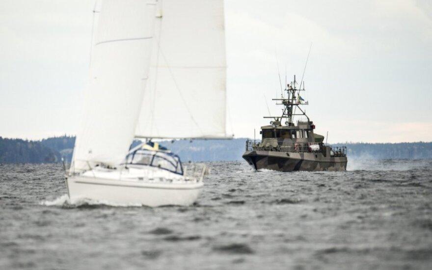 """Švedijos laivynas ieško """"paklydusio"""" Rusijos laivo"""