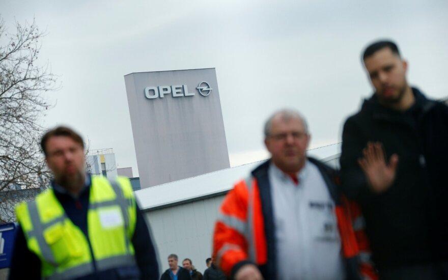 """""""Peugeot"""" vadovas: įmonės nebus uždaromos"""