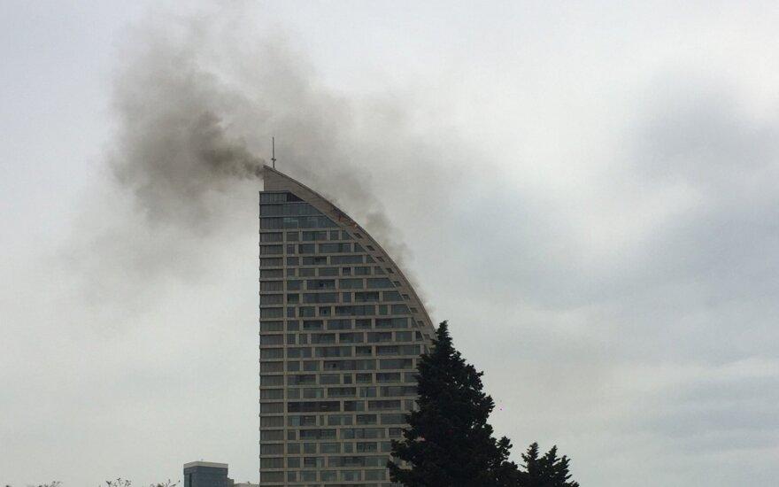 """Azerbaidžano sostinėje užsidegė buvęs """"Trump Tower"""" dangoraižis"""