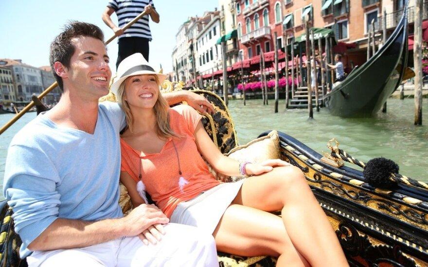 Stiliaus blogerio patarimai vyrams: ką įsidėti į atostogų lagaminą