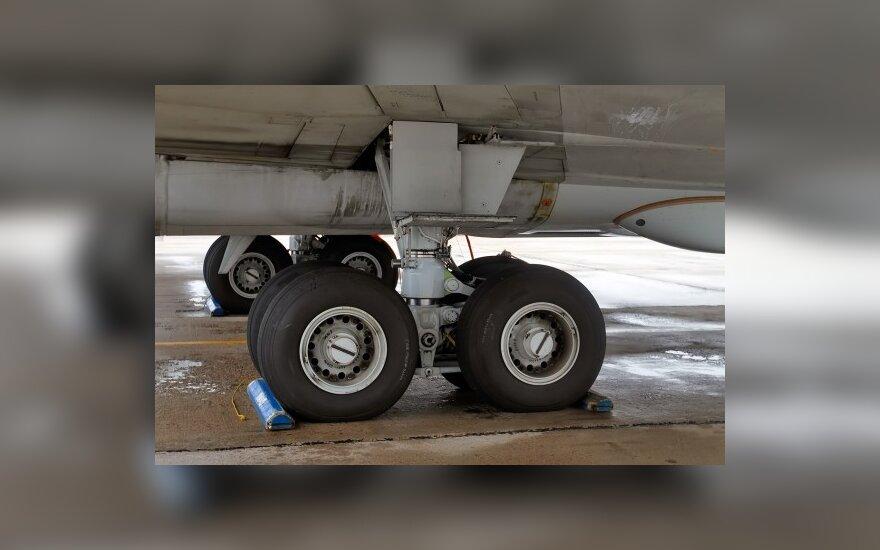 Vilniuje turėjęs nusileisti lėktuvas iš Briuselio nusileido Varšuvoje avariniu būdu