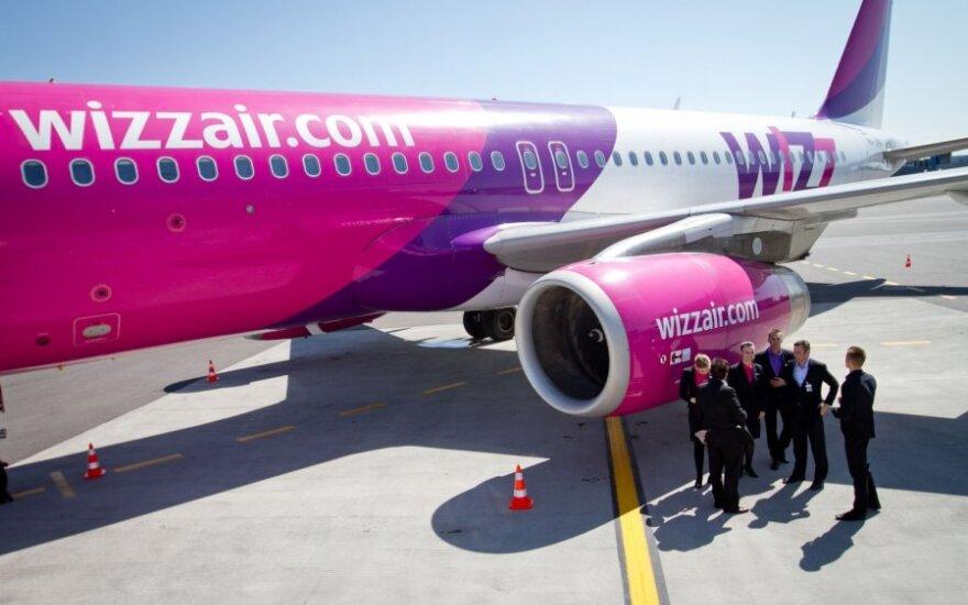 """""""Wizz Air"""" pradeda apmokestinti rankinį bagažą"""