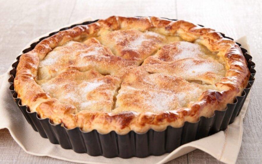 Verta gaminti: trapus obuolių pyragas su karamele