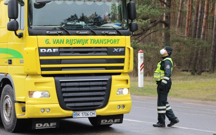 Profsąjungos įvardijo, su kokiais sunkumais šiuo metu susiduria vairuotojai: neišmokėti atlyginimai, eilės pasienyje