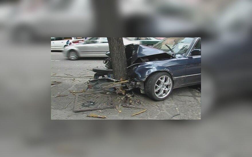 Šiauliuose BMW vairuotojas sukėlė avarijų grandinę ir pabėgo