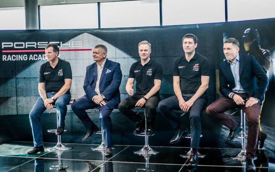 """Vilniuje pristatyta unikali Lietuvos """"Porsche"""" komanda ir jos lenktynininkai"""