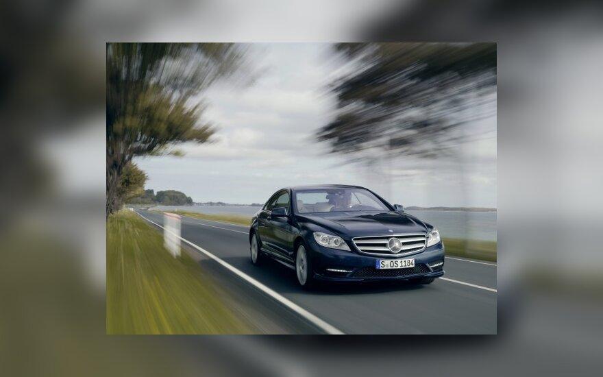 """Mercedes-Benz"" gali bendradarbiauti su ""Aston Martin"""