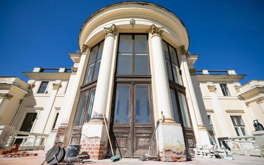Trakų Vokės dvaro sodyba atgimsta: gražėjantys rūmai ir antram gyvenimui prikeliamas parkas