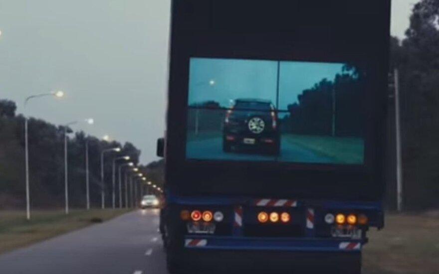 """""""Permatomas"""" sunkvežimis"""