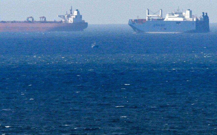 """Du Saudo Arabijos tanklaiviai apgadinti per """"sabotažą"""" prie JAE krantų"""