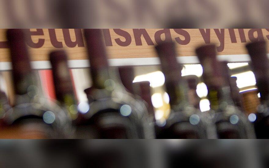 Seimo narių grupė siūlo stabdyti visišką alkoholio reklamos draudimą