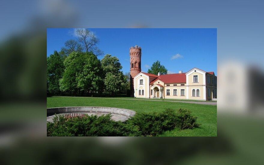 Suvalkijos Paežerių dvaras: apžvalgos bokštas ir oficina