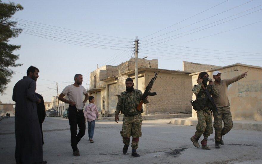 Turkija skelbia perėmusi svarbaus greitkelio Sirijoje kontrolę