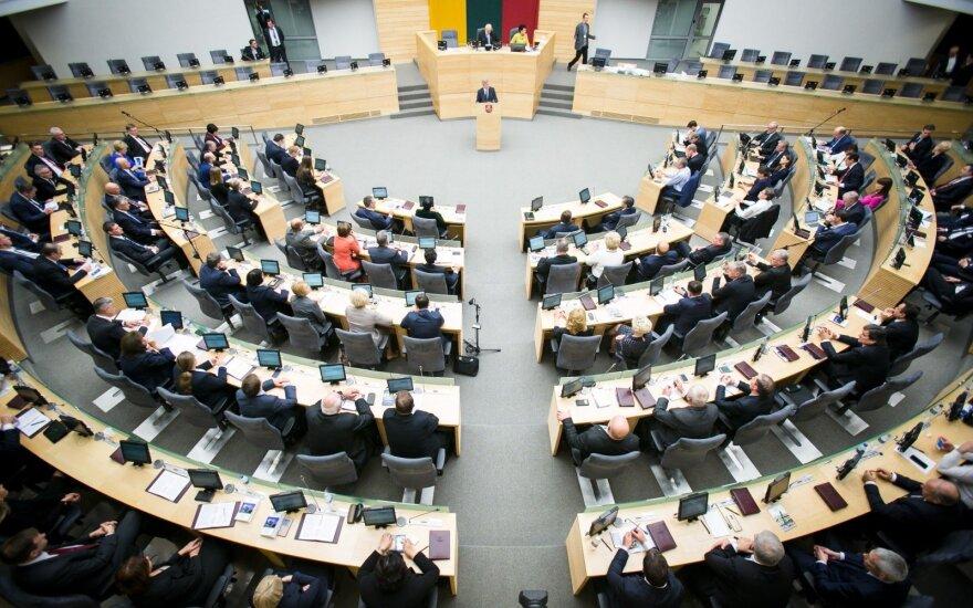 Parlamentarai nebegalės už parlamentinei veiklai skirtas lėšas nuomoti automobilių