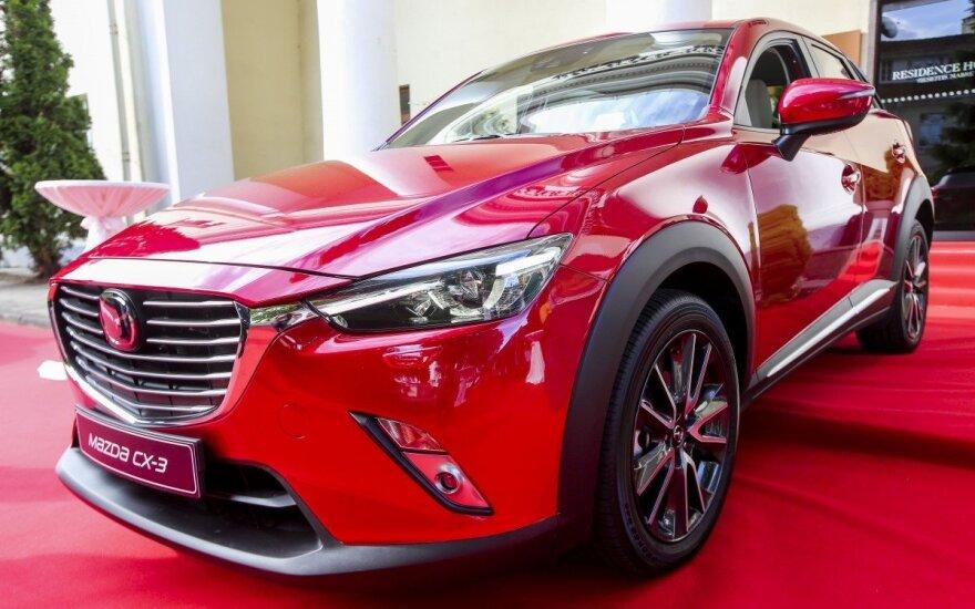 """Vilniuje pristatytas išskirtinio dizaino miesto visureigis """"Mazda CX-3"""""""