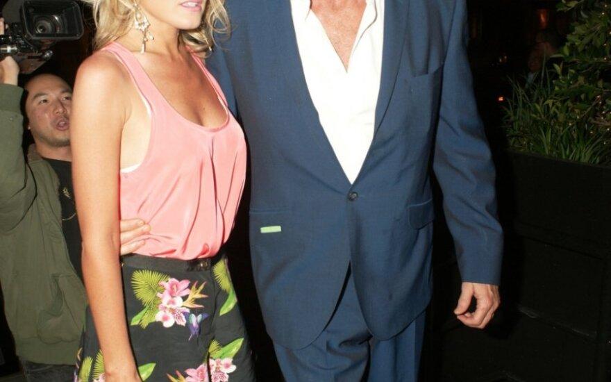 David Hasselhoff ir Hayley Roberts