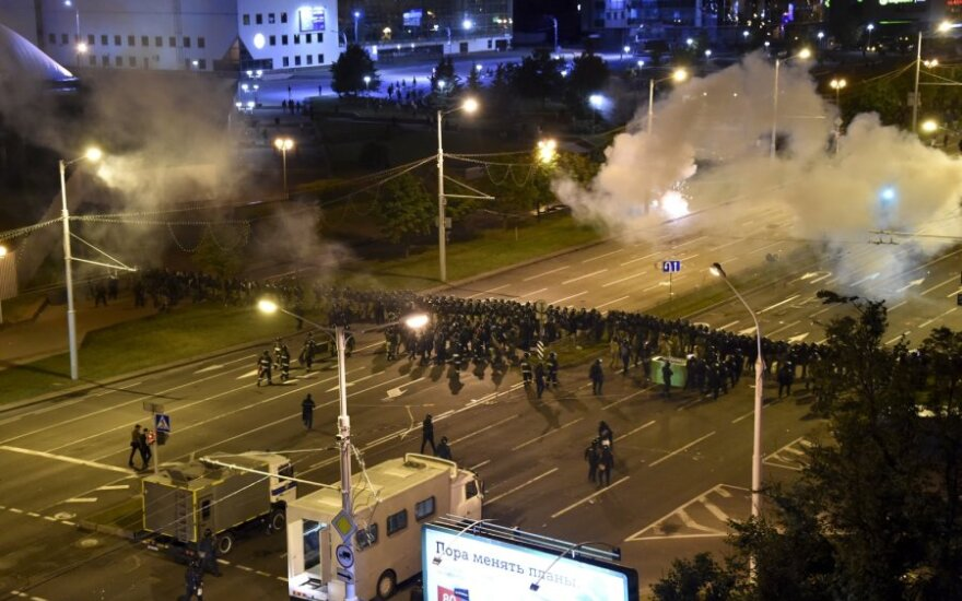 Baltarusija praneša, kad per protestus sulaikyta dar 700 žmonių