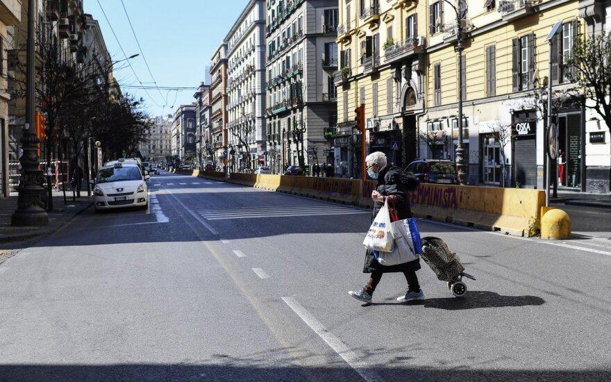 Italija uždraudė keliones šalies viduje ir nurodė virtinei bendrovių sustabdyti veiklą