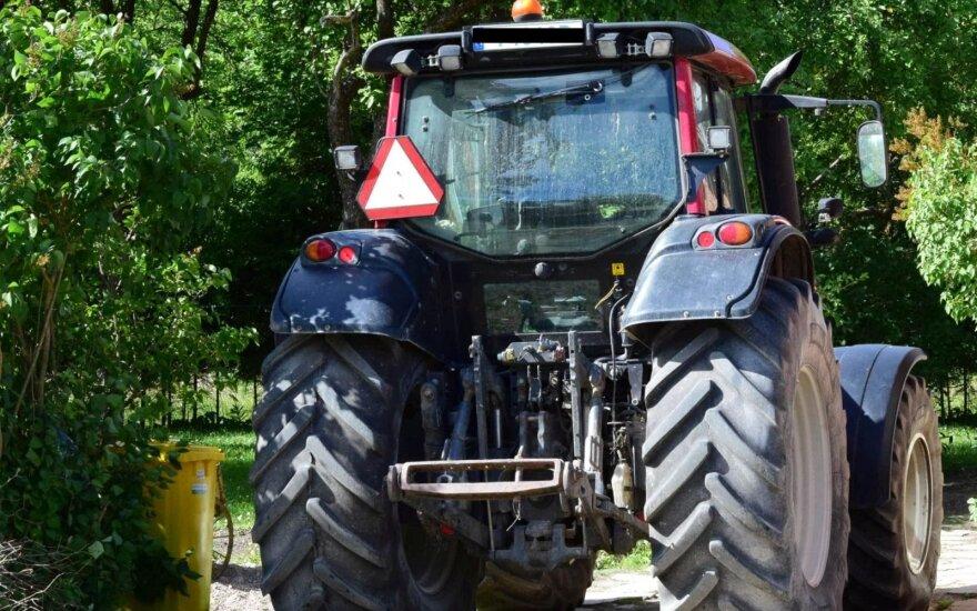 Vagys nusitaikė į traktorių navigacines sistemas – žala tūkstančiai eurų