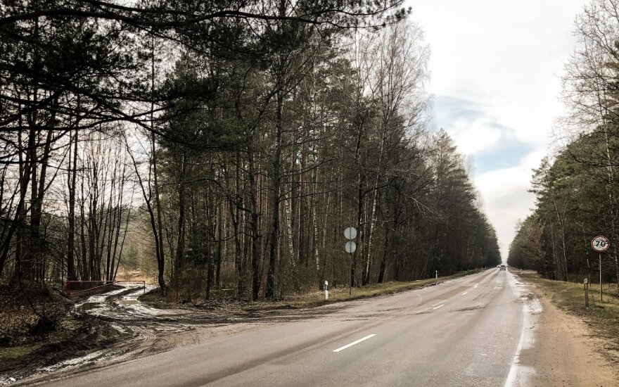"""Detektyvas prie Vilniaus: ką """"Grindos"""" darbuotojai išpila valstybinėje miško aikštelėje"""