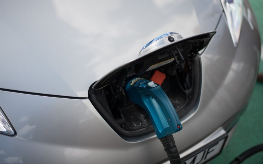 Lithuania plans 6-fold expansion of electric car infrastructure next year